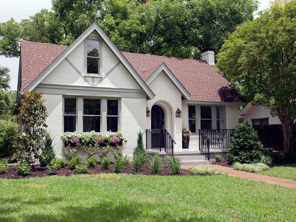 Fixer upper brick cottage for baylor grads hgtv 39 s fixer for Brick cabin
