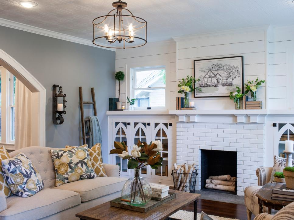 Fixer upper brick cottage for baylor grads hgtv 39 s fixer for Living room light fixtures