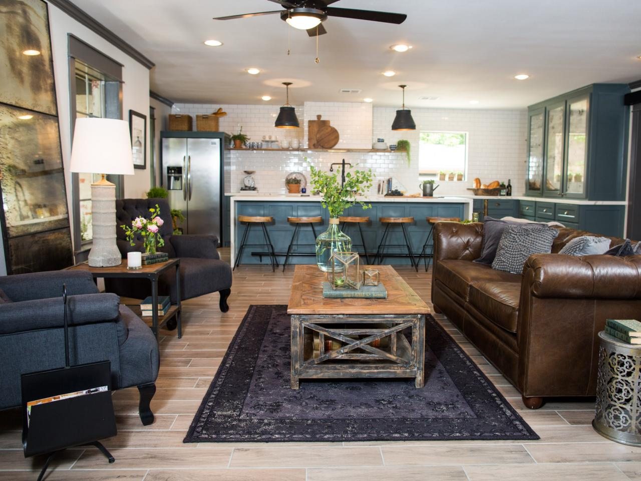 Photos hgtv 39 s fixer upper with chip and joanna gaines hgtv Magnolia homes com