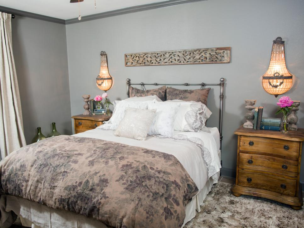 Fixer upper old world charm for newlyweds hgtv 39 s fixer for Joanna gaines bedroom ideas