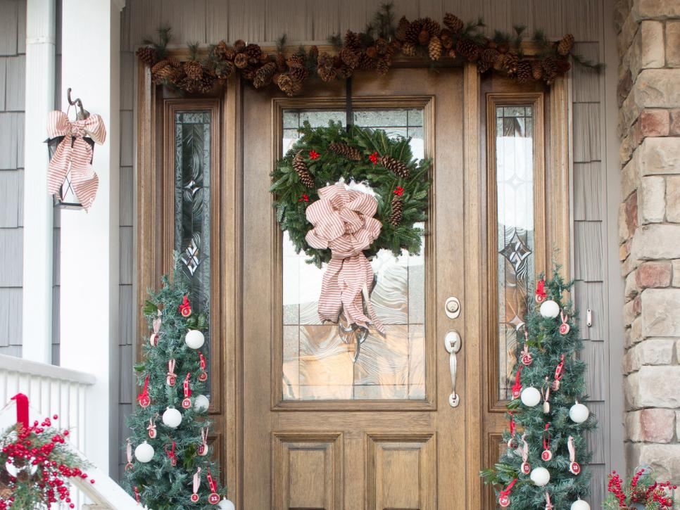 16 rustic garden and farm style holiday front porch decor for Rustic front porch