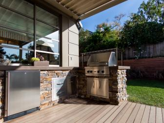 Contemporary Outdoor Kitchen in Los Angeles