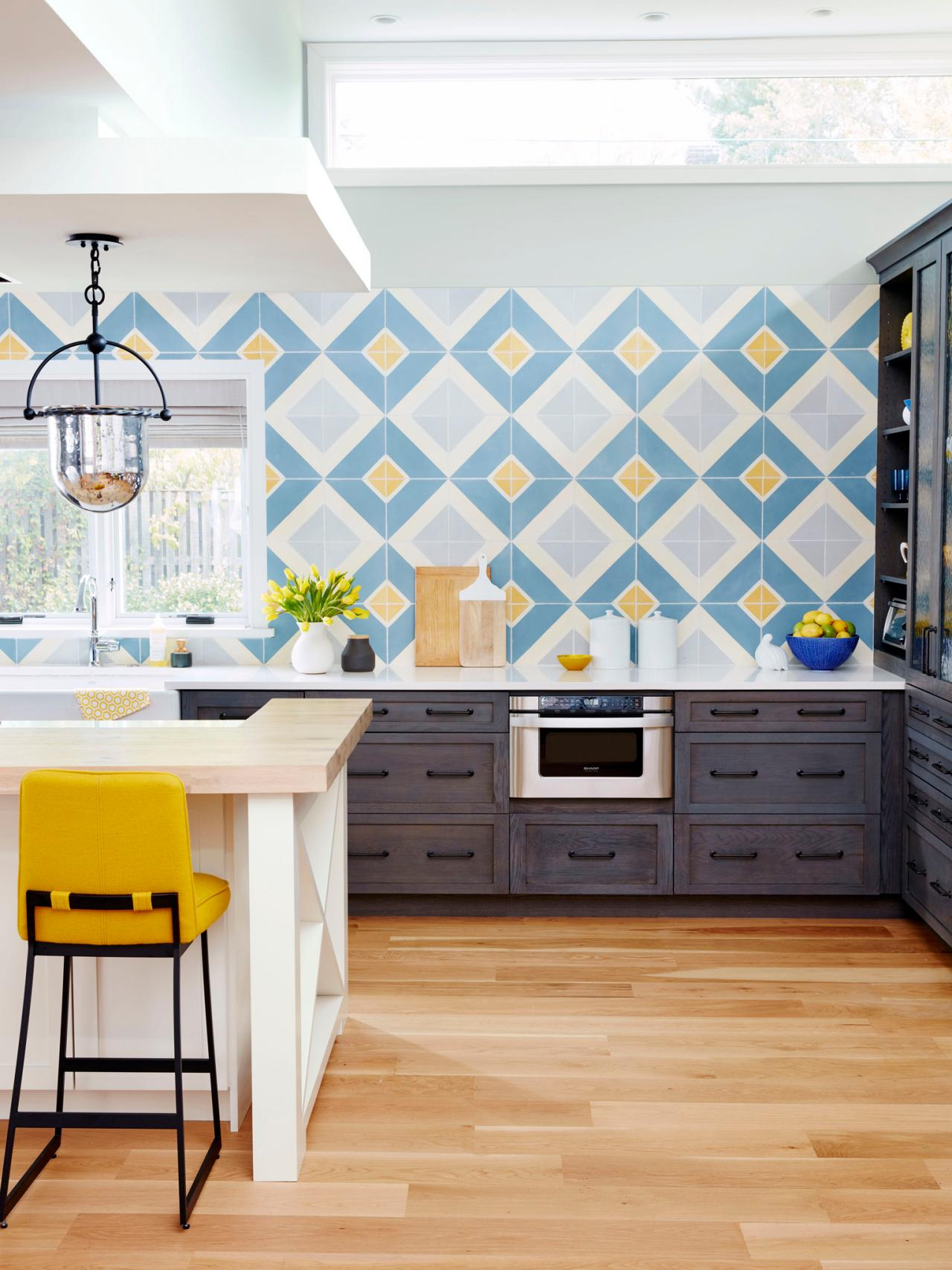 9 Kitchens With Show-Stopping Backsplash | HGTV's Decorating ...