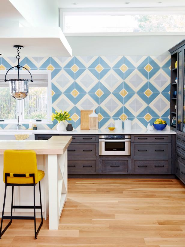 Modern-Meets-Traditional Kitchen With Oversize Tile Backsplash