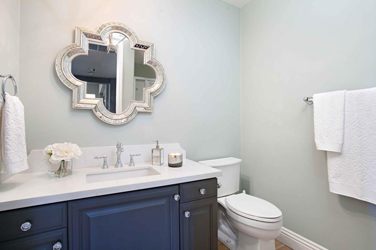 Photo page hgtv for Quatrefoil bathroom decor