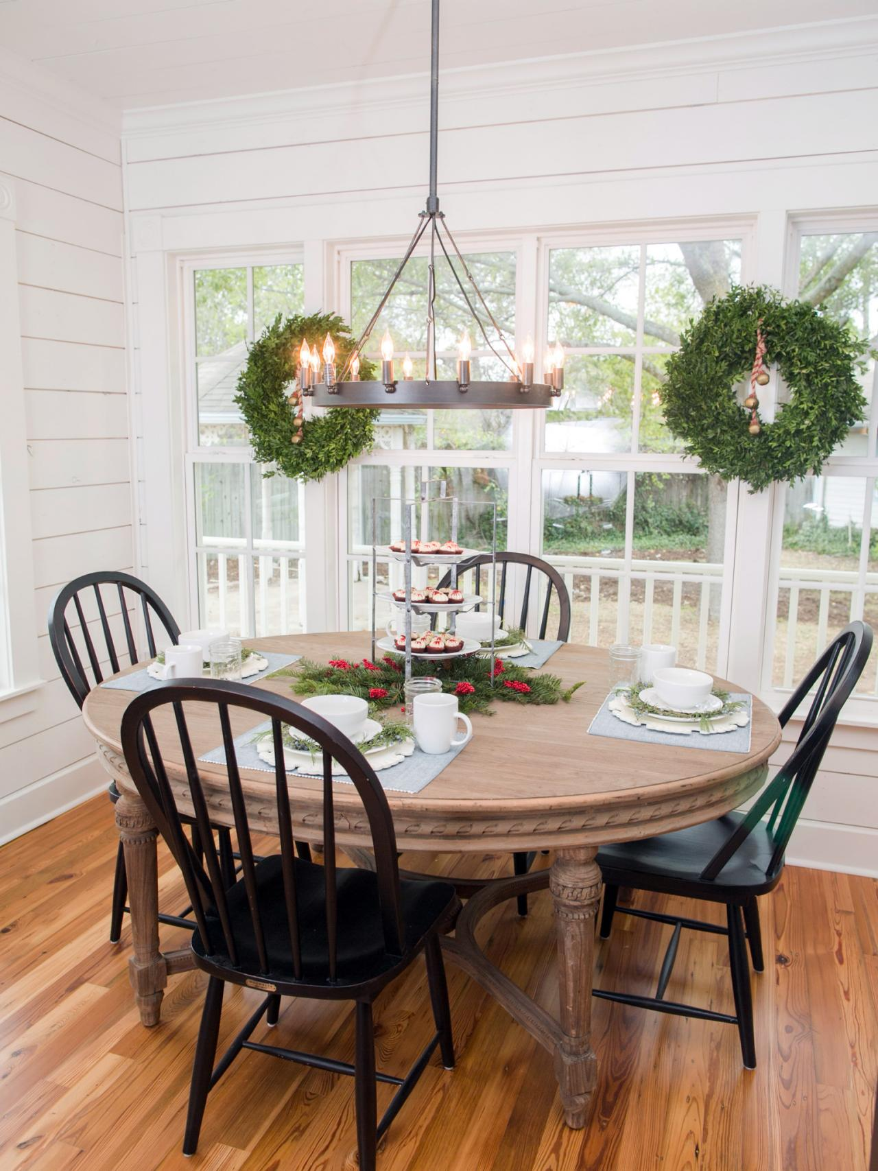 Fixer upper 39 s dreamiest breakfast nooks hgtv 39 s Breakfast nook bar ideas