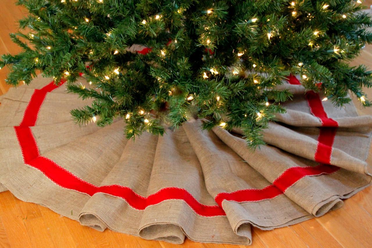 how to make a burlap christmas tree skirt