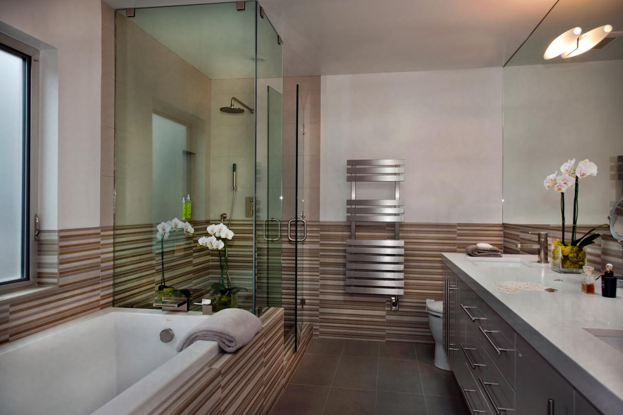 Master bathrooms hgtv for Modern bathroom with bathtub