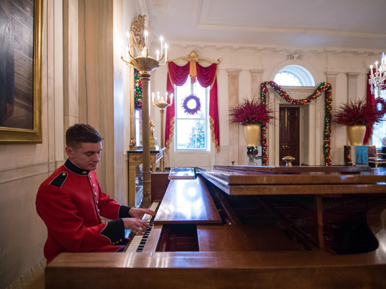 Grand Foyer White House : White house christmas a holiday spectacular hgtv s