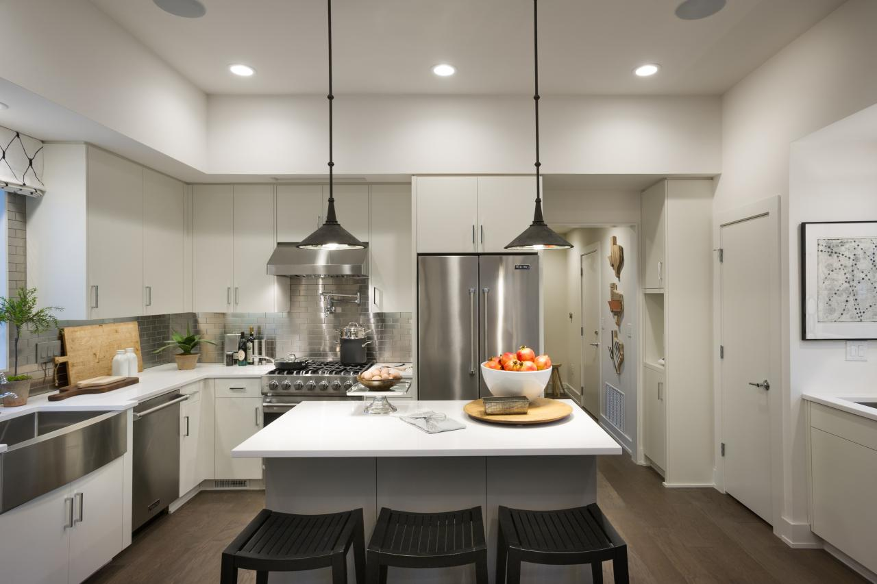 Photo page hgtv Modern kitchen pendant lighting ideas