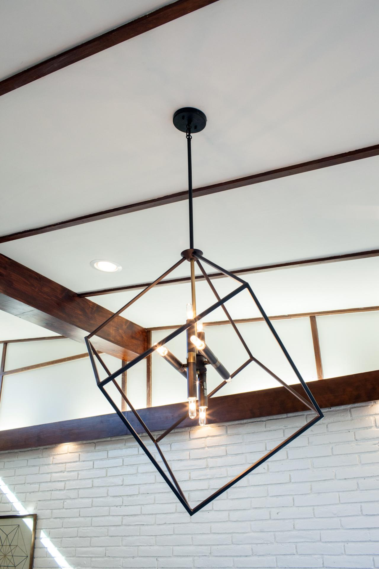 A fixer upper take on midcentury modern hgtv 39 s fixer for Mid century modern kitchen lighting