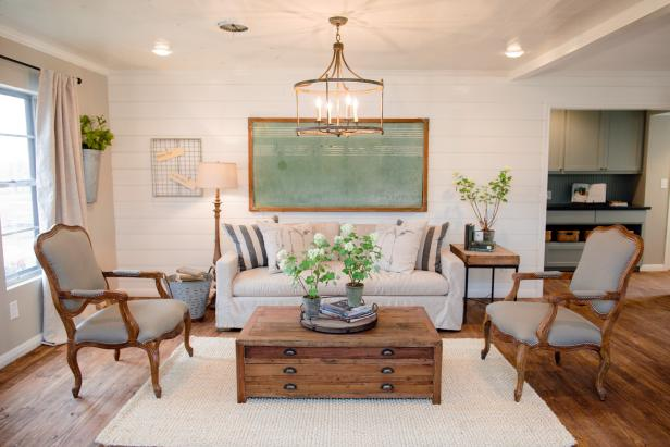 Decorating with shiplap ideas from hgtv 39 s fixer upper for Home design inspiration blog