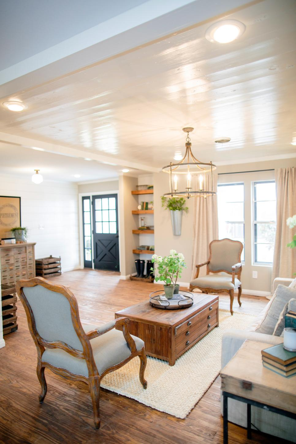 Small Living Rooms Decorating Hgtv: Decorating With Shiplap: Ideas From HGTV's Fixer Upper