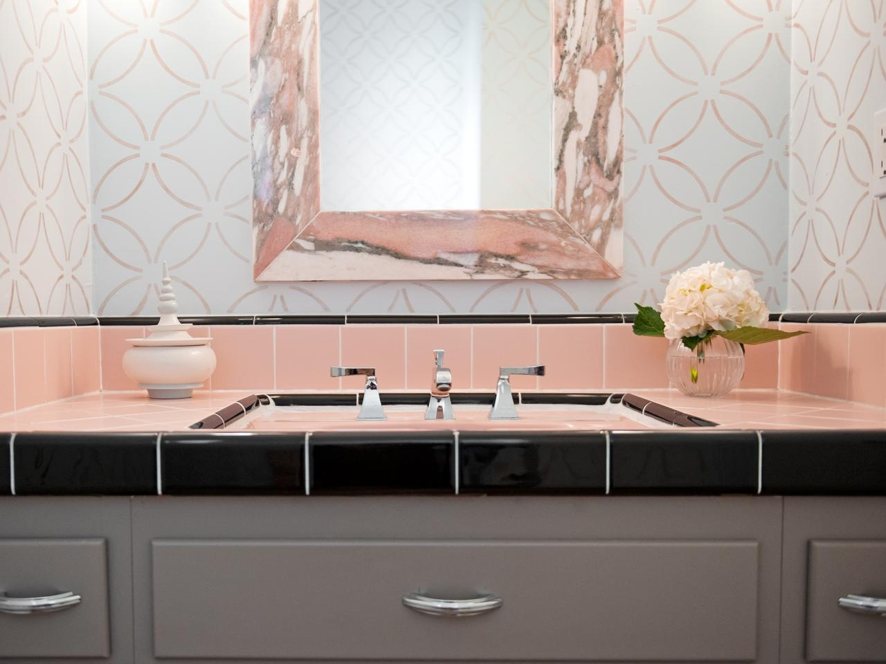 Reasons To Love Retro Pink Tiled Bathrooms