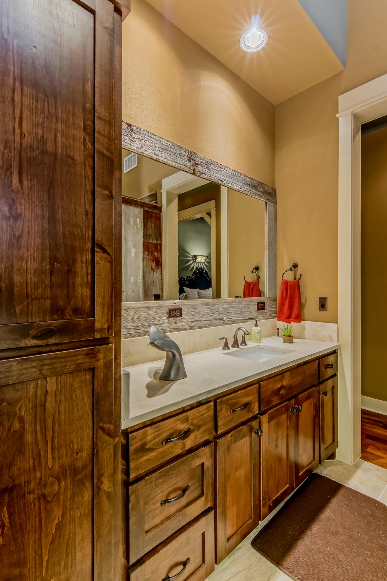 Photo page hgtv - Lake house bathroom ideas ...
