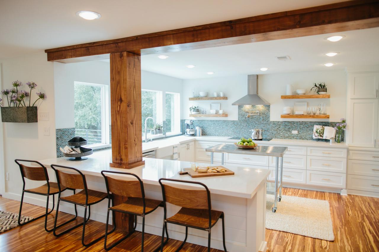 Photos chip gaines hgtv for Hgtv kitchens