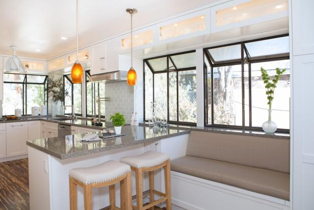Transitional Kitchen Feels Fresh, Airy