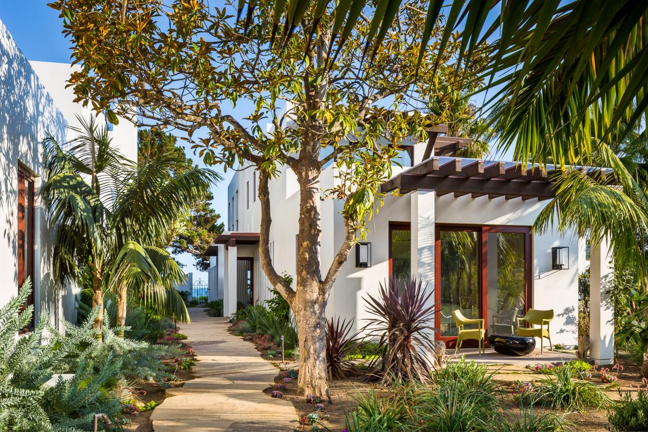 Santa barbara coastal beach guest house nma architects for Small coastal homes