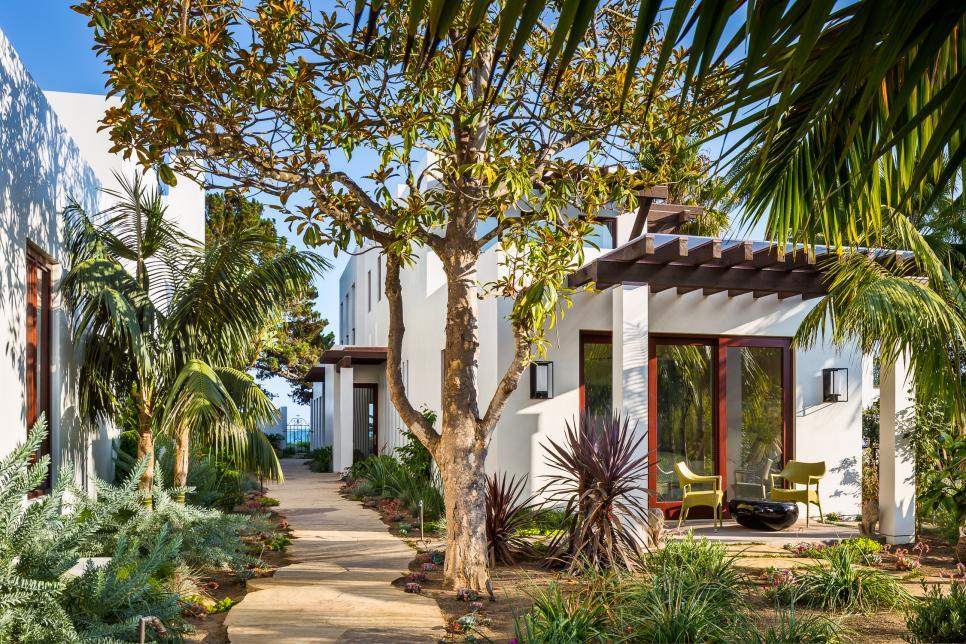 Santa barbara coastal beach retreat nma architects hgtv for Home designs and granite santa barbara
