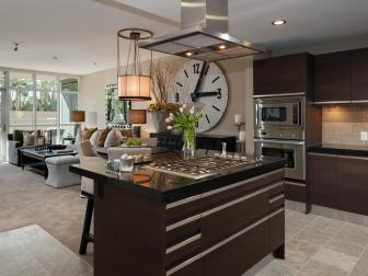 Contemporary Open Plan Kitchen With Spacious Island