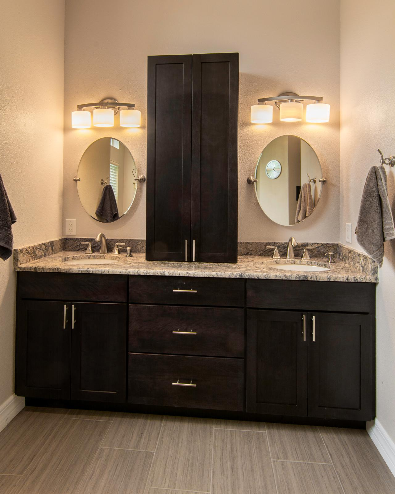Double vanity bathroom photos hgtv Double vanity ideas bathroom
