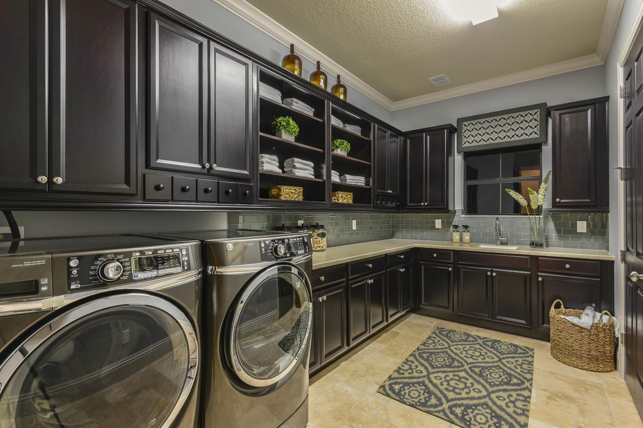 7 stylish laundry room decor ideas hgtv 39 s decorating - Laundry room design ideas ...