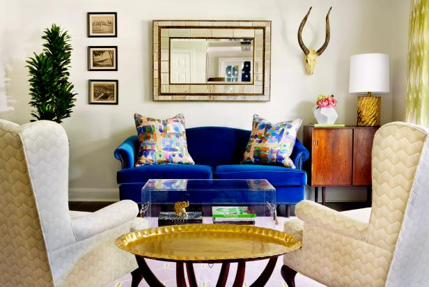 Eclectic Living Space Is Relaxed, Stylish