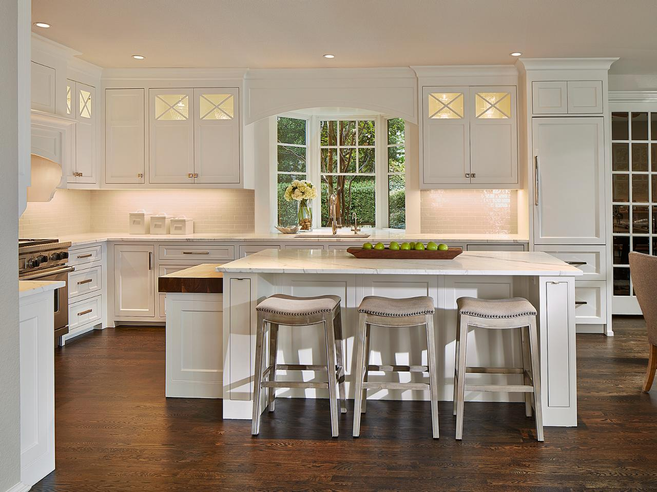 modern eat in kitchen with gray stools at island hgtv. Black Bedroom Furniture Sets. Home Design Ideas