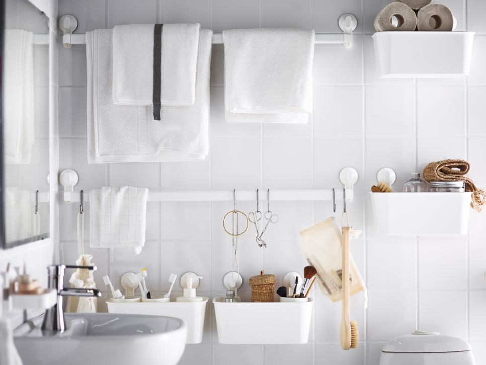 Small space decorating don 39 ts hgtv for Bathroom decor hacks