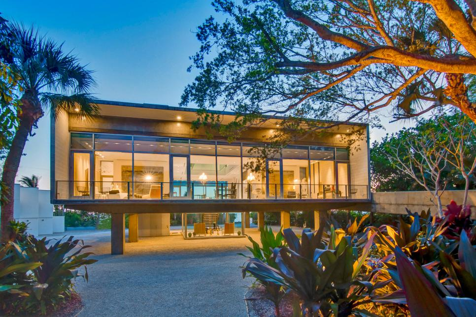 Tour an elevated modern glass house in osprey florida for Elevated modern house design
