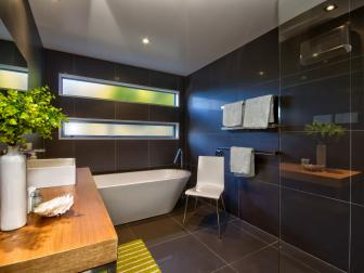Spa Bathroom: Lake Wakatipu Home in Queenstown, New Zealand