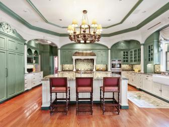 Kitchen: Georgian Mansion in Chappaqua, New York