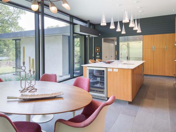Eat-In Kitchen: Lakefront Midcentury Luxury Home
