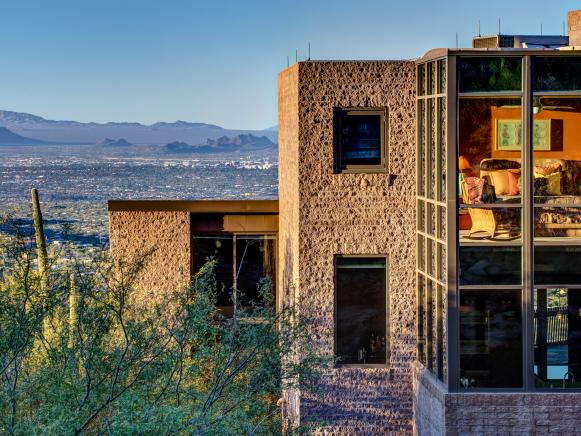 Stunning Desert Home With Soaring Windows