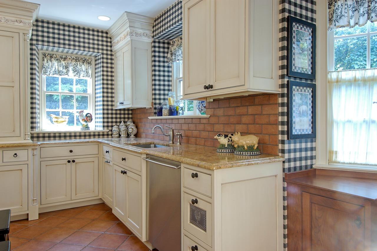 Black and white country kitchen photos hgtv for Black country kitchen cabinets