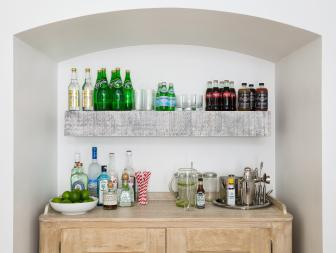 Arched Nook With a Built-In Bar