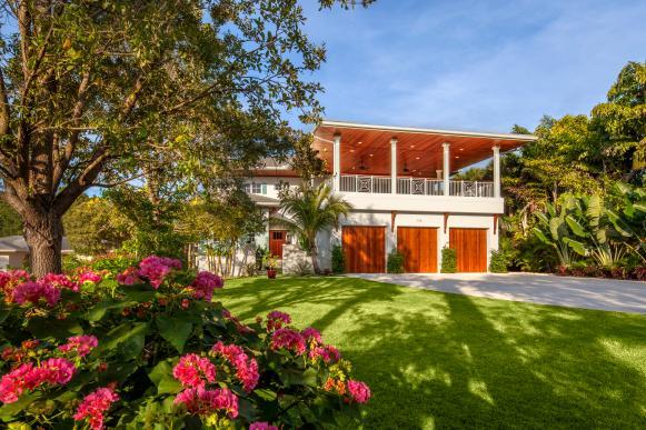 Tropical Home Exterior With Contemporary Flair