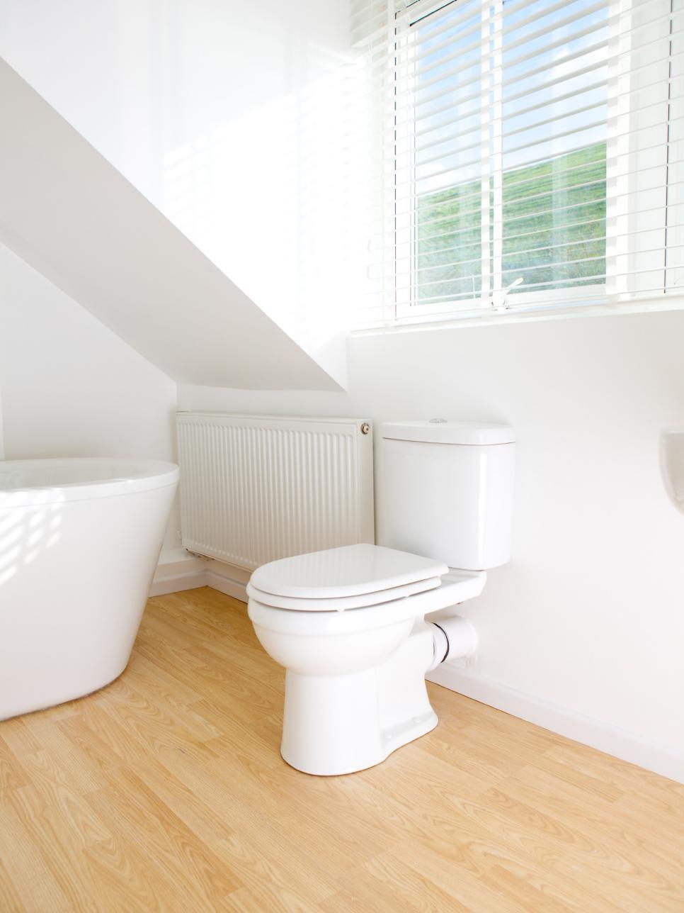 12 budget bathroom remodeling tips hgtv for Budget bathroom remodel
