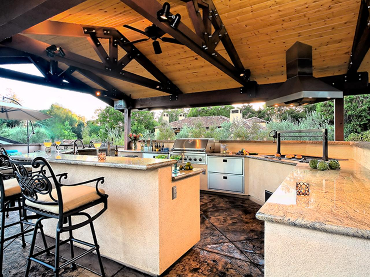 Photo page hgtv for Outdoor kitchen ideas plans