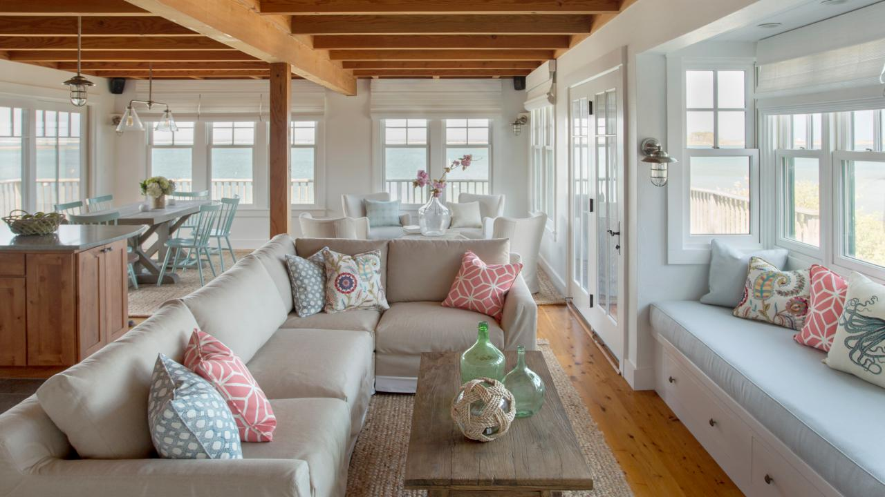 13 coastal cool living rooms hgtv 39 s decorating design - Beach cottage decorating ideas ...