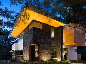 Modern Home Boasts Cantilevered Roof
