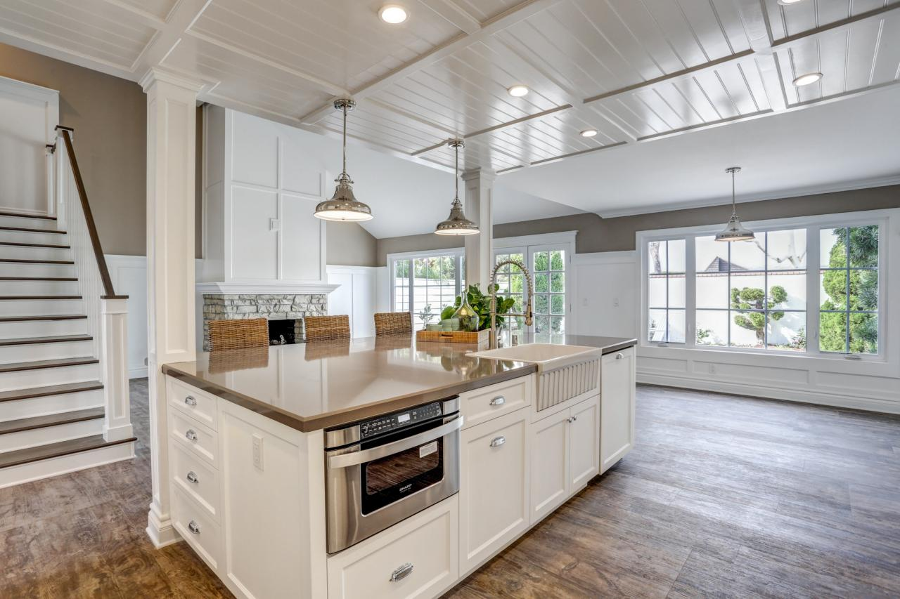 Photo page hgtv for White rustic kitchen designs