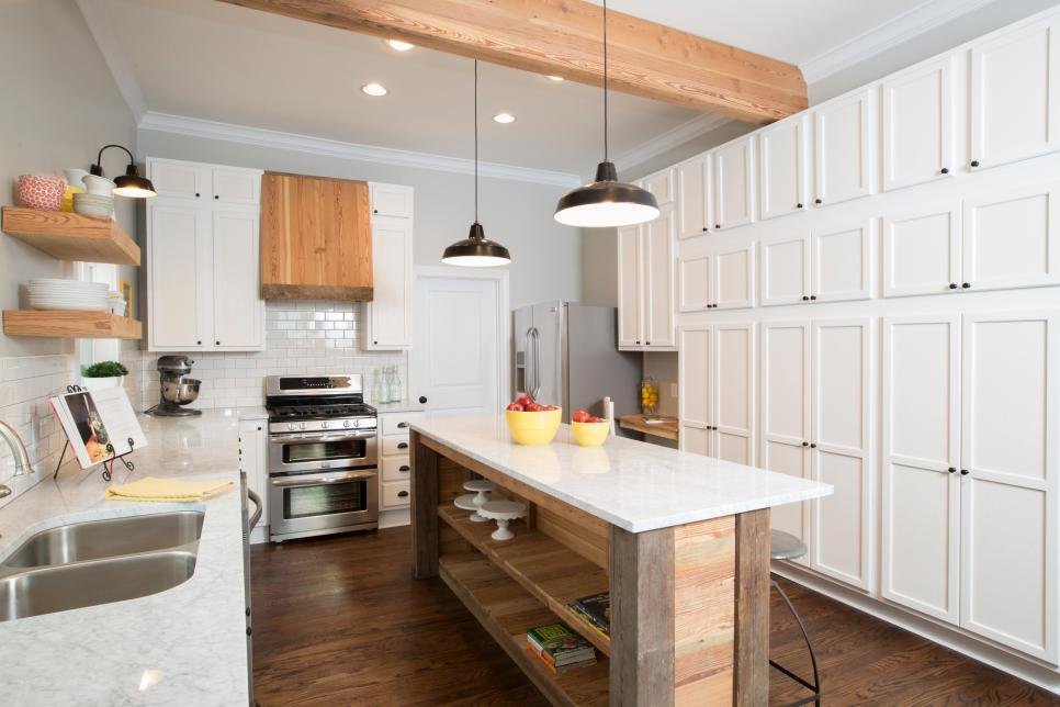 Amazing before and after kitchen remodels hgtv for Before after kitchen makeovers