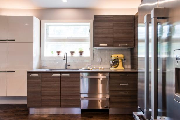 Bright Contemporary Kitchen With Woodgrain Cabinets