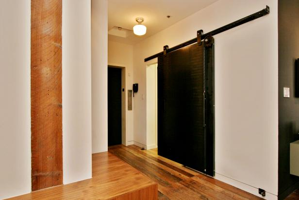Photo page hgtv for Barn loft doors