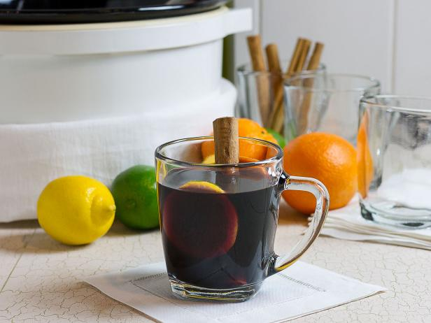 Slow Cooker Sangria Cocktail Recipe