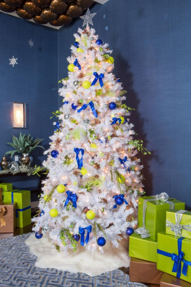 Kendra Wilkinson's Disco Ball-Themed Christmas Tree