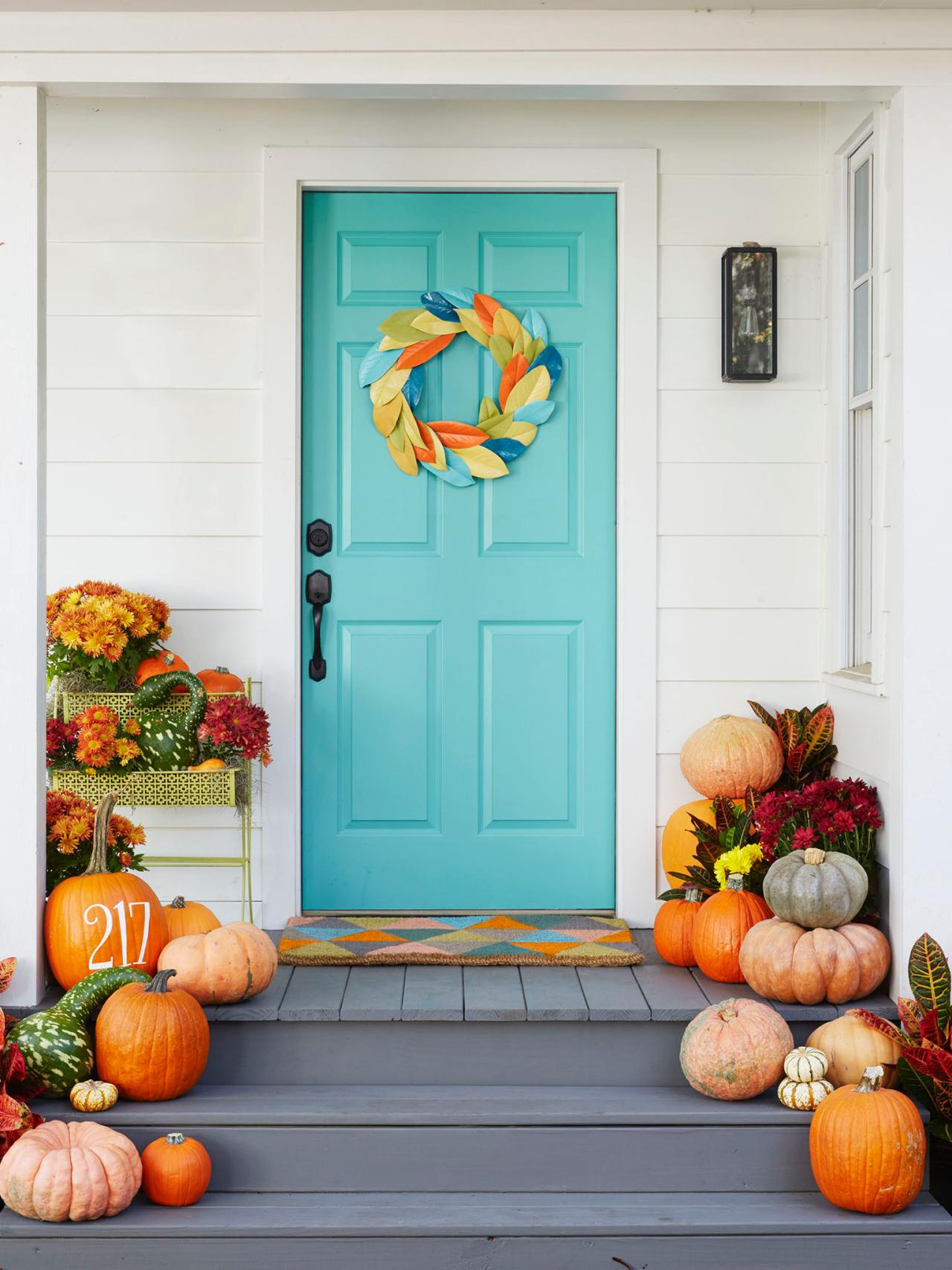 5 tips for fall porch decorating hgtv 39 s decorating for Small house decoration images