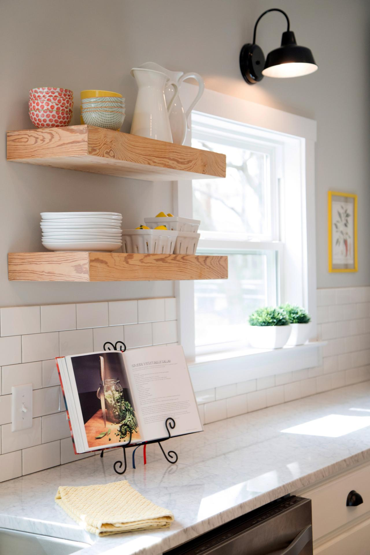Fixer upper season 3 tell us why you 39 re watching hgtv 39 s Floating shelf ideas for kitchen