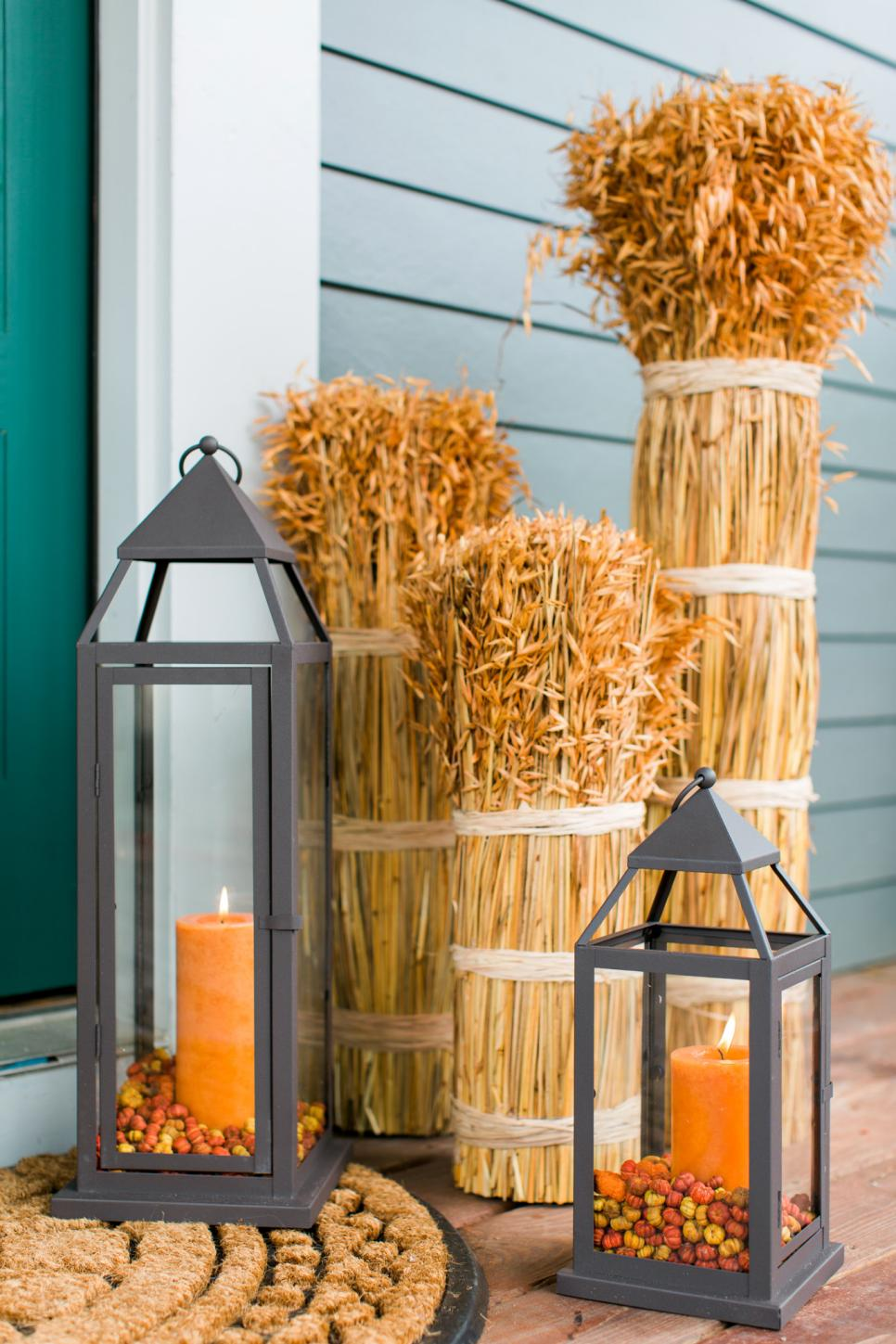 13 fall decorating ideas that last all season long one for Long porch decorating ideas